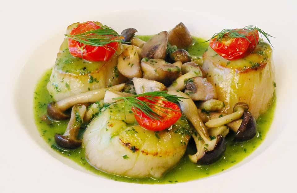 Sauteed Scallops and Mushrooms, Burgundy Style